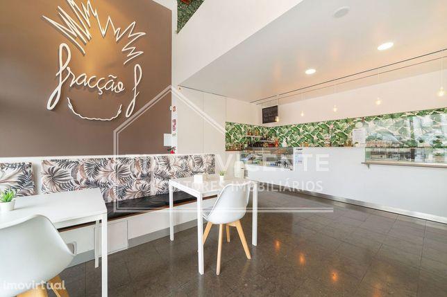 Restaurante / Café / Com esplanada / Acabamentos modernos / Trespasse