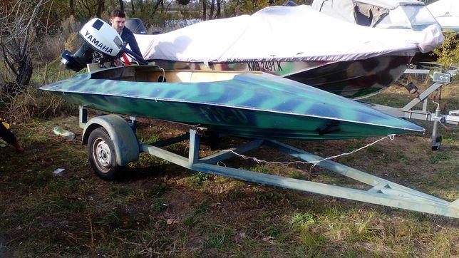 Продам лодку спортивную пластиковую