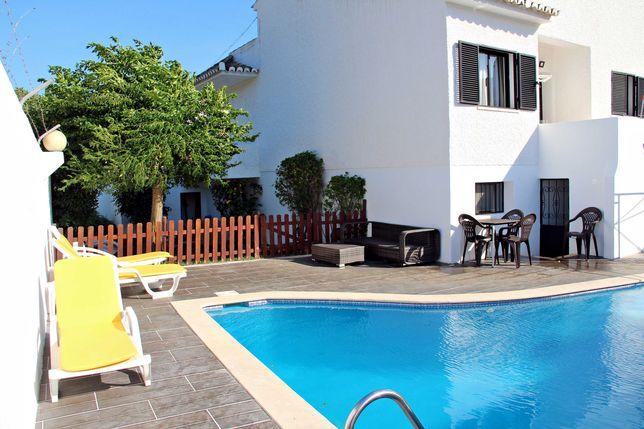Moradia com piscina privada para Férias em Quarteira-10 PAX