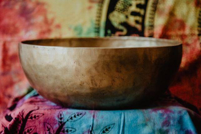 Taças tibetanas de vários tamanhos e feitios