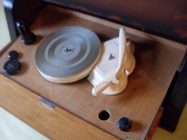 gramofon Supraphon-vintage kapitalny mebel ozdoba retro Czehoslovakia
