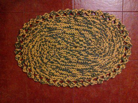 Tapete artesanal oval feito em trapilho 79x54