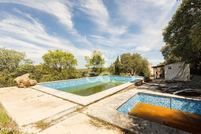 Quintinha de 2500 m2 com moradia e piscina | Ilhas (Arraiolos)