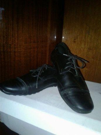 Продам туфли на мальчика подростка
