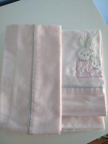 Lençóis cor de rosa cama de grades