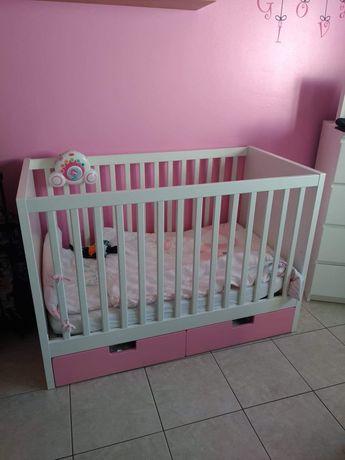 Cama de bebê de grades