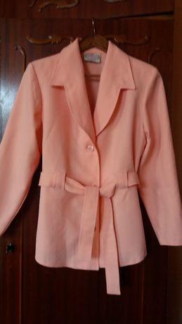 пиджак 48 р. абрикосовый