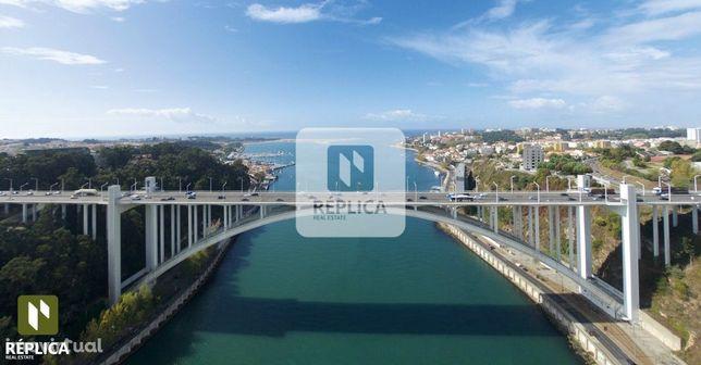Apartamento T3 com vistas de Rio em Massarelos