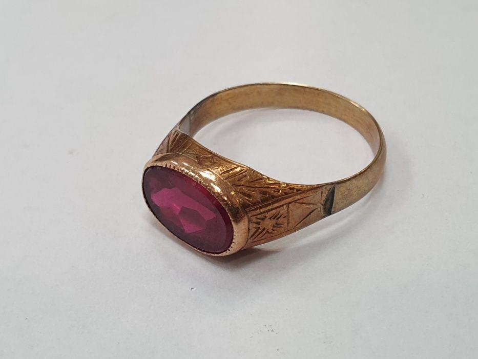 Retro! Piękny złoty pierścionek/ 585/ Czerwone oczko/ 4.8 gram/ R25
