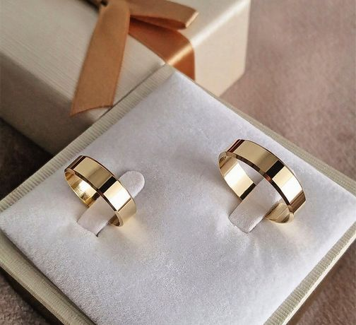 Para Eleganckich Złotych Obrączek Ślubnych