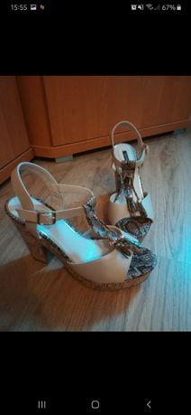 NOWE Beżowe sandały naplatformie
