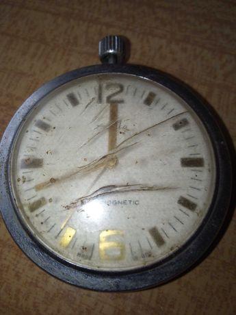 Zegarek kieszonkowy uszkodzony