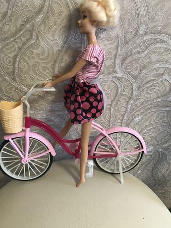 Кукла Барби на велосипеде!