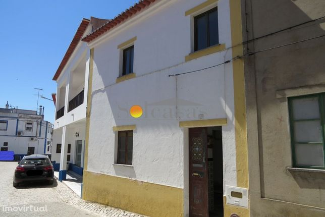 Moradia em zona central no Torrão