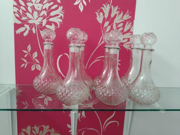 7 garrafas de vidro e 2 frascos de vidro forrados a crochê cada 1€