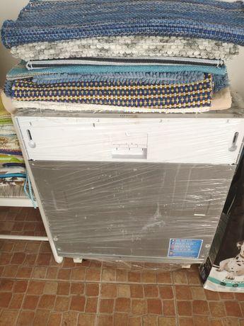 Máquina lavar loiça de encastrar avariada