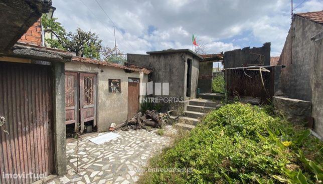 Venda de Moradia V2 térrea para restauro, São Mamede do Coronado, Tr
