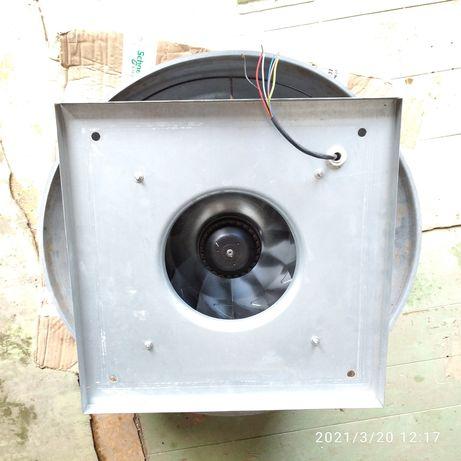 Крышный вентилятор( вытяжка промышленная)