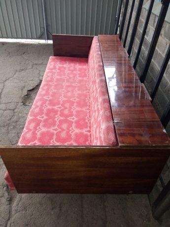 Продам диван 1990 года выпуска