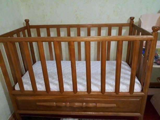 Продається дитяче ліжечко з матрасиком.