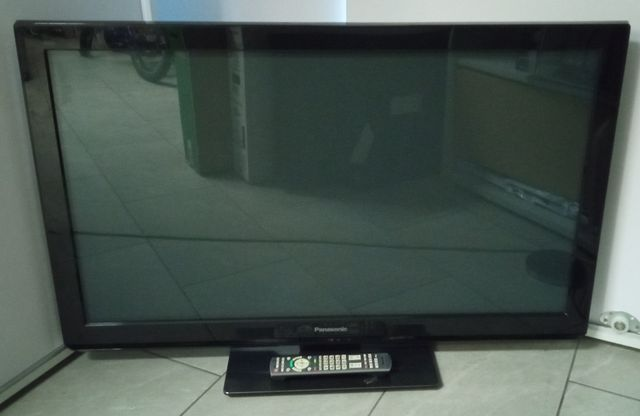 Telewizor Panasonic TX-P42UT30E z pilotem