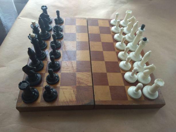 Советские шахматы(пластмасс) 2 комплекта и фигуры дерево и пластмасса