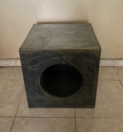 Cubo de madeira (mesa de apoio)