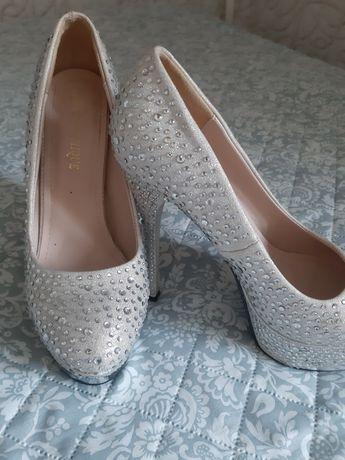 Невероятно красивые праздничные туфли!