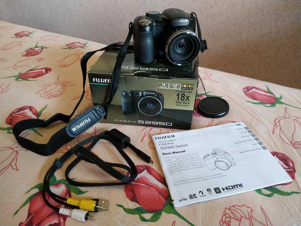 Фотоаппарат Fujifilm Finepix S2950, в коробке, с кабелем и батарейками