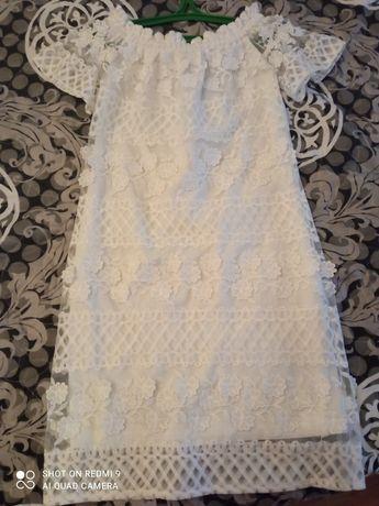 Сукня жіноча, білого кольору