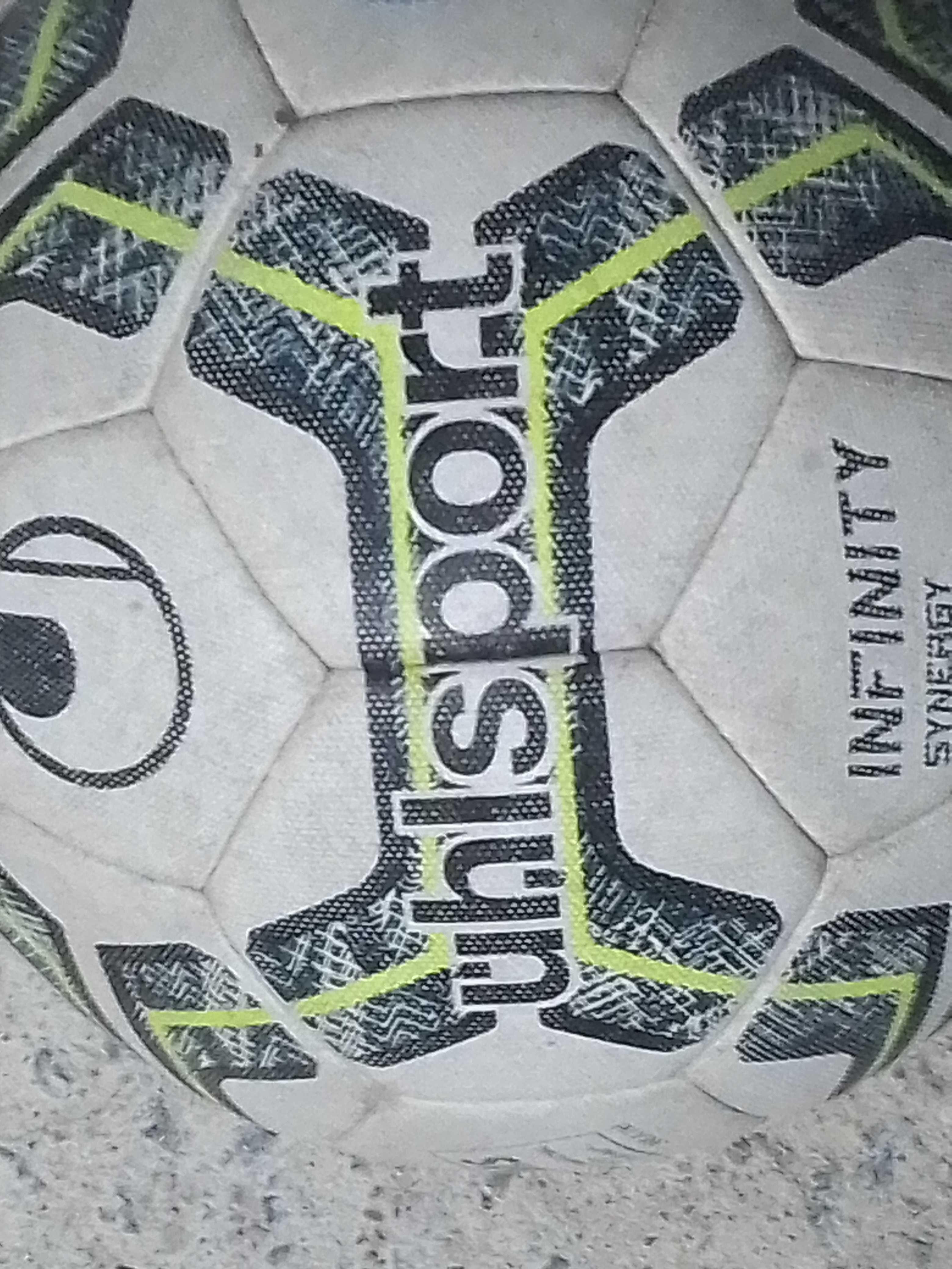 duas bolas que foram utilizadas pela 2 divisão da liga portuguesa