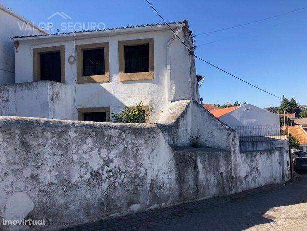 Moradia antiga por recuperar na Subserra, Alhandra