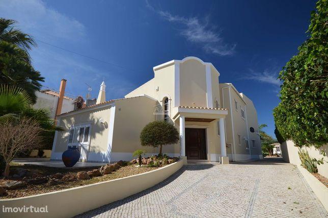 Moradia V4 - perto da Praia de Faro