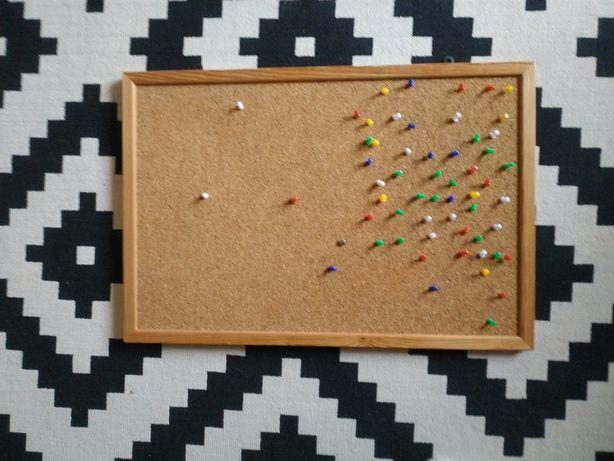 Tablica korkowa 60x40 z pinezkami