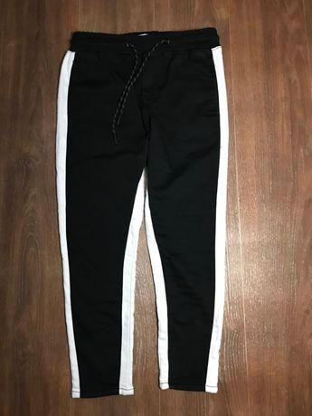Модные утягивающие леггинсы штаны с лампасами от zara