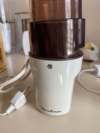 Moinho elétrico de café
