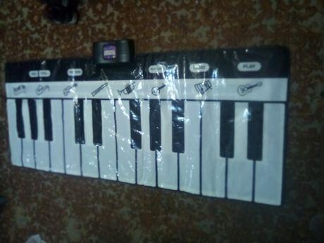 Гигантский напольный синтезатор.800 руб.