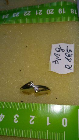 Pierścionek złoty z diamentami w cenie 2800 zł