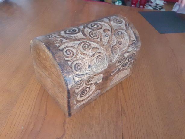Bau de madeira - india