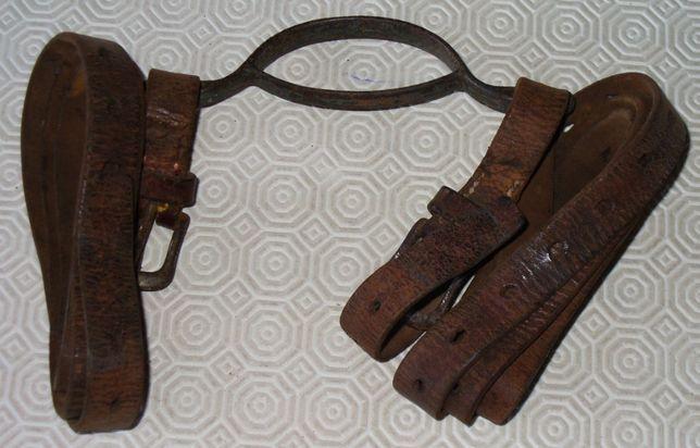 Pega em ferro com correias de couro para transportar objetos pesados