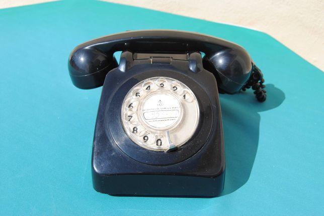 Telefone antigo em baquelite preto vintage