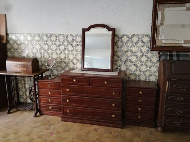 2 mesas de cabeceiras 1 comoda e respectivo espelho