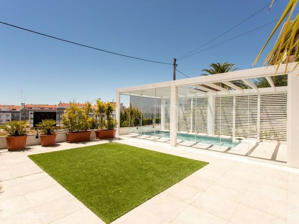 Moradia T6 com terraços, piscinas e vista mar na Parede