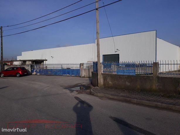 Armazém industrial (6745 m2) em lote 8 308 m2 Oliveira do...