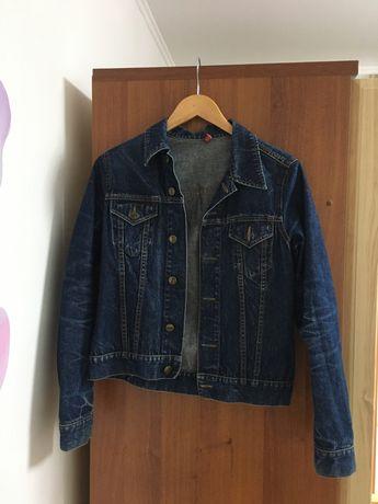 Стильна джинсова куртка divided