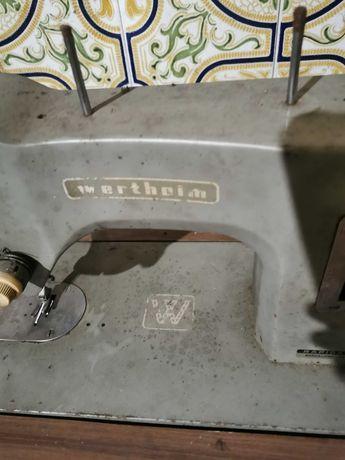 Máquina se custura antiga