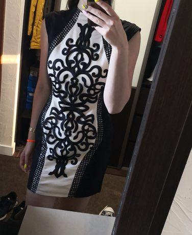 Dopasowana elegancka sukienka