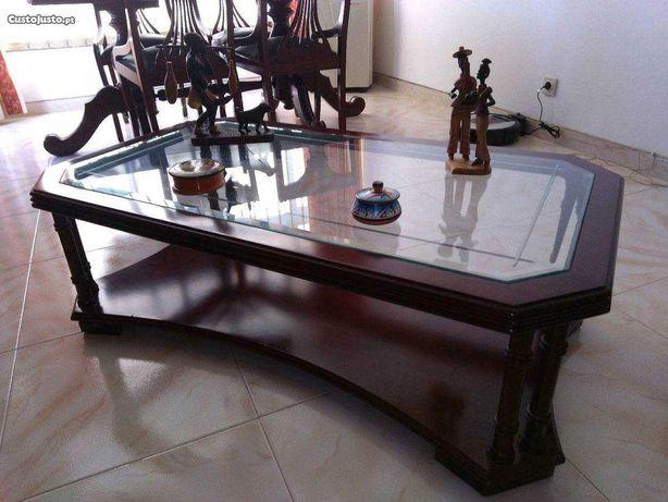 Mesa de centro 1,15m x 66 cm mogno e vidro facetado Super bem estimada