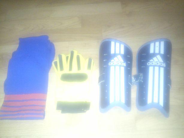 Skarpety, ochraniacze Adidas, rękawice bramkarskie