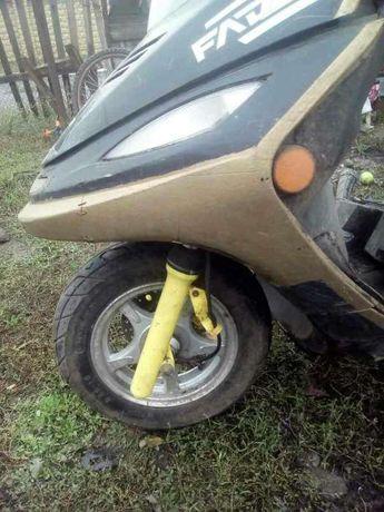 Продам скутер по запчастям